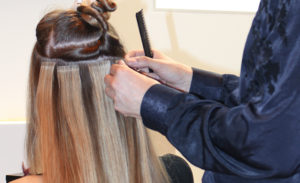 colocacion extensiones adhesivas hairtalk